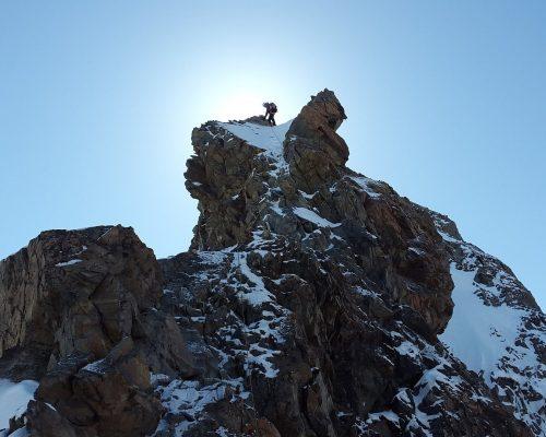 cropped-cropped-climb-1669121_1920-1.jpg